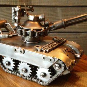 Sculpture imitative d'un char d'assaut