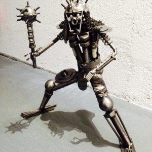 Sculpture imitative d'un guerrier de métal