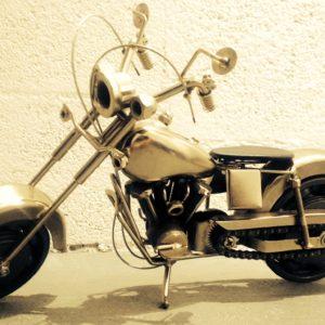 Grande Sculpture imitative d'une moto Harley Davidson