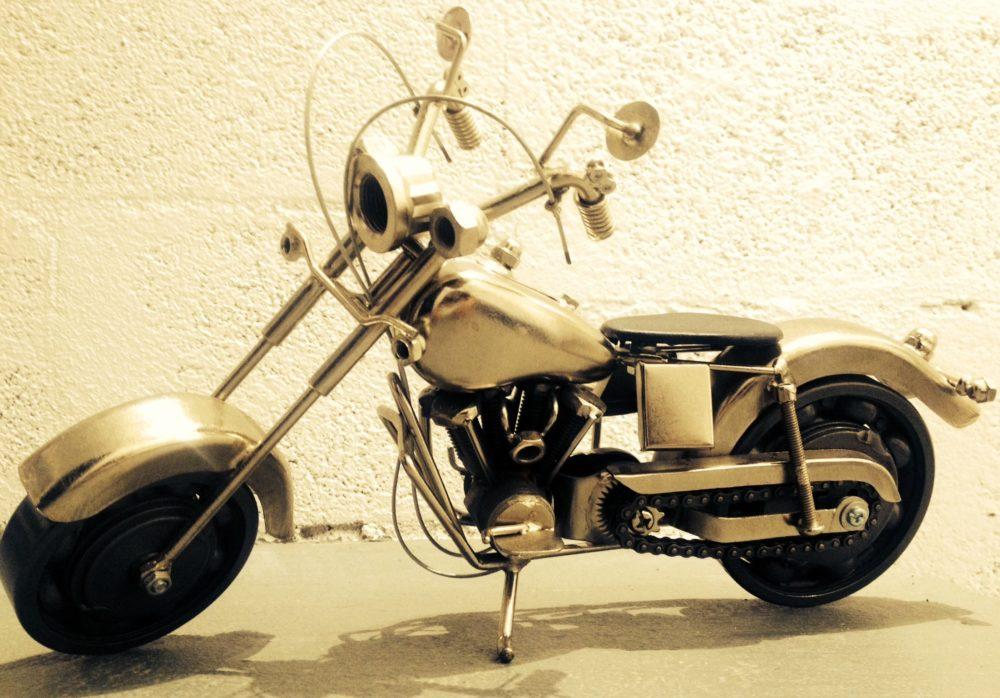Grande sculpture moto harley davidson simfactory for Garage moto ouvert le dimanche